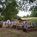"""Ein ,,Klassenzimmer"""" unter dem Mangobaum"""